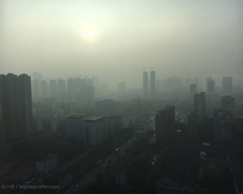 "Ozone is ""a primary constituent of urban smog"". - Photo by 云中君 under CC BY 2.5"